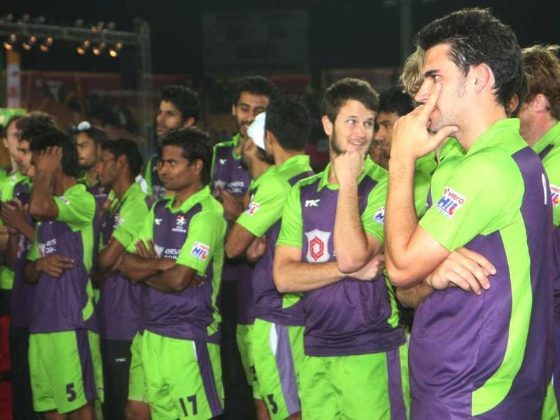 Delhi Waveriders team after losing the Hockey India League (HIL) final match at Astro Turf stadium in Ranchi. HT/Diwakar Prasad