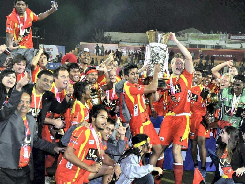Players of Ranchi Rhinos celebrate with HIL Trophy after they won the final match against Delhi Waveriders in Ranchi. PTI