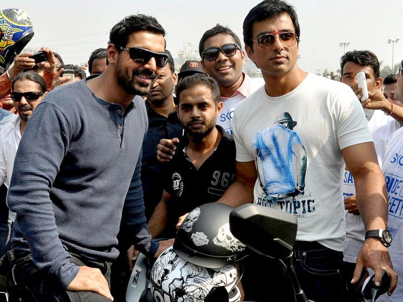 Bollywood film actors John Abraham and Sonu Sood pose during the Super Bike Rally for the promotion of their upcoming film Shoot out at Wadala directed by Sanjay Gupta in Mumbai on February 10, 2013. (AFP PHOTO)