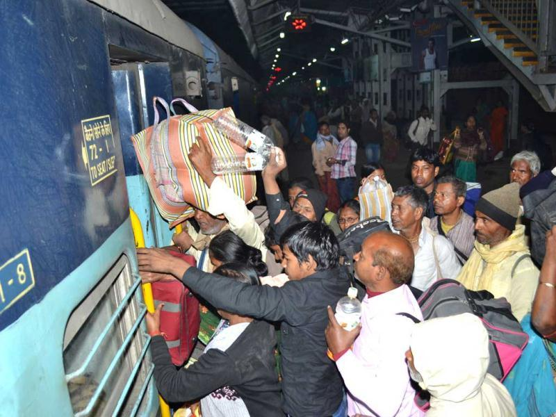 Devotees at Allahabad railway station, the site of the stampede, during the Maha Kumbh Mela. (HT Photo)
