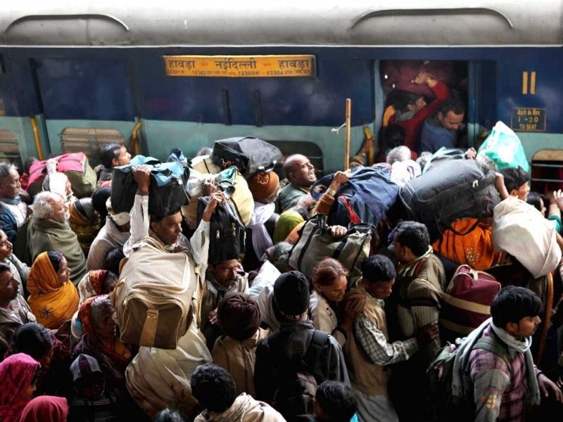 Pilgrims crowd to board a train at an overcrowded railway station in Allahabad, the site of the fatal stampede. (HT Photo)