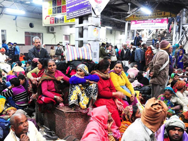 Pilgrims wait to board a train at an overcrowded railway station in Allahabad, the site of the fatal stampede. (AFP Photo)