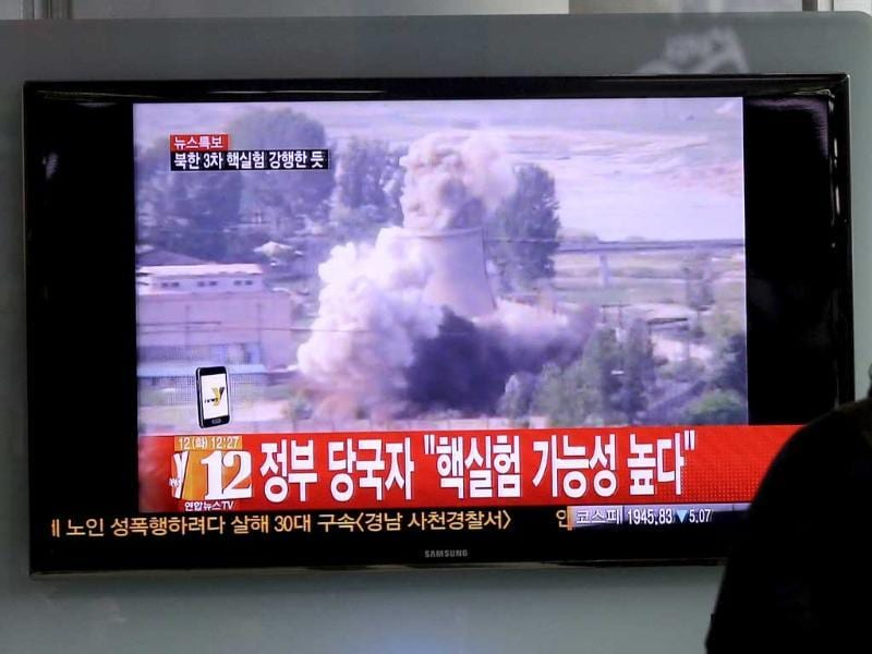 A South Korean man watches a TV news showing a file footage of North Korea's nuclear test at the Seoul train station in Seoul. AP photo