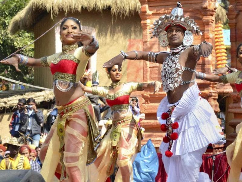 Artists from Sri Lanka enthrall visitors at the International Arts Crafts Surajkund Mela. Photo: PTI