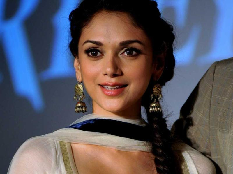 Aditi Rao Hydari looks beautifully sensuous in a traditional outfit with a plunging neckline.