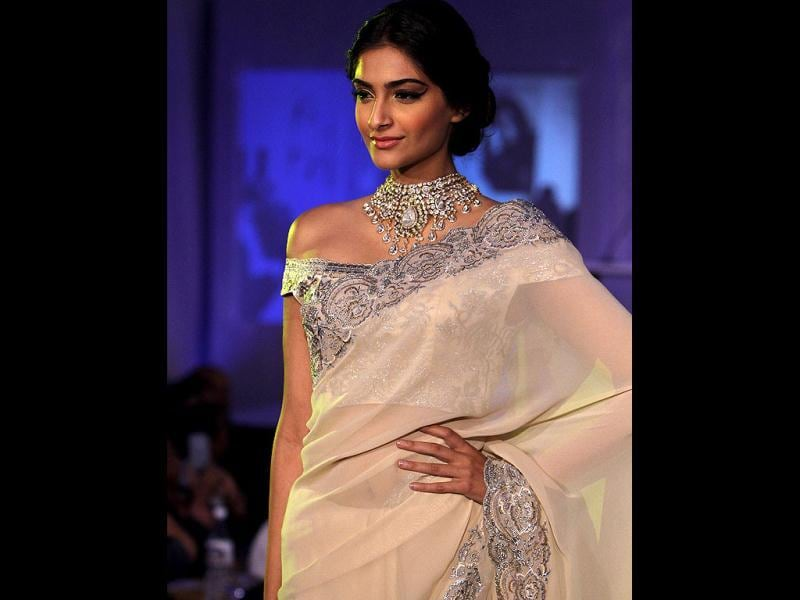 Sonam Kapoor showcasing diamond jewellery during the an event of announcing of India's first Gem and Jewellery Fair in New Delhi. (Photo by Arijit Sen/Hindustan Times)