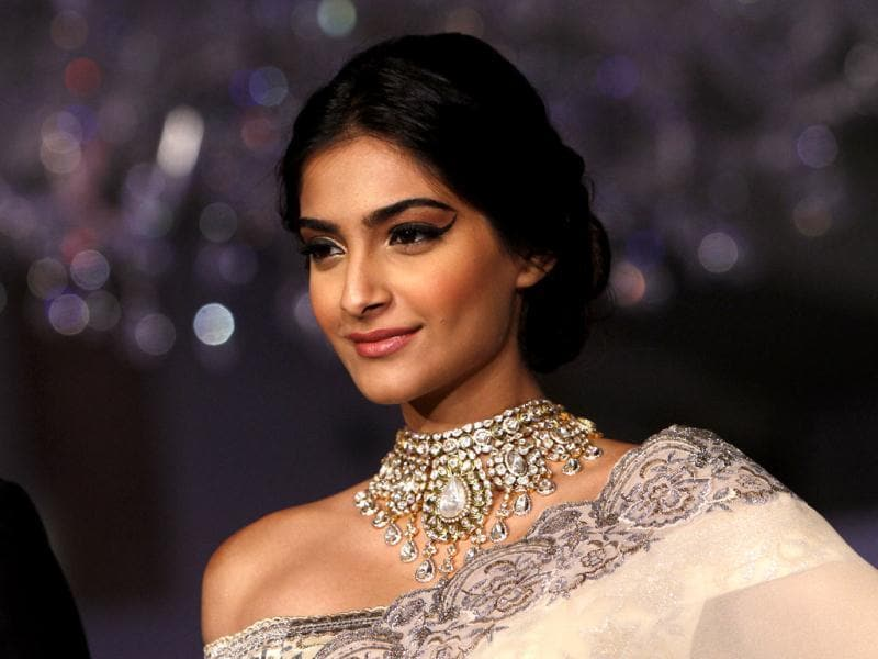 Sonam Kapoor wore a cream sari with silver embroidery matching with the diamond neckpiece at India's first Gem and Jewellery Fair. (Photo by Arijit Sen/Hindustan Times)