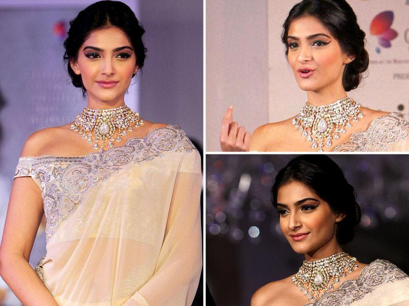 Sonam Kapoor looked radiant in a sari and the heavy ornament as she showcased diamond jewellery during an event of announcing of India's first Gem and Jewellery Fair.