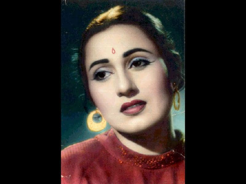 Beautiful Madhubala was honoured with the Biggest Star in The World award in 1952 by Theatre Arts Magazine.