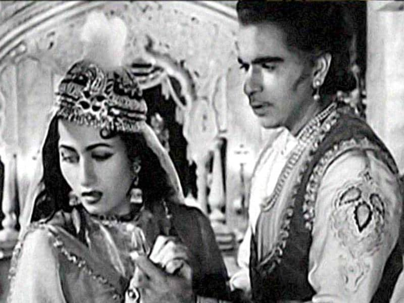 Madhubala's intense romantic scenes with Dilip Kumar in Mughal- E - Azam depicted her grace and beauty in full light.