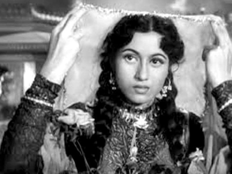 Madhubala lived a turbulent life. A fiasco involving Dilip Kumar, her then lover resulted in the end of the relationship between the two.
