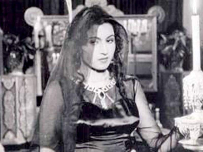 Sadly, Madhubala was detected with a heart ailment in her teen life. However, the Bollywood actor did not stop working.