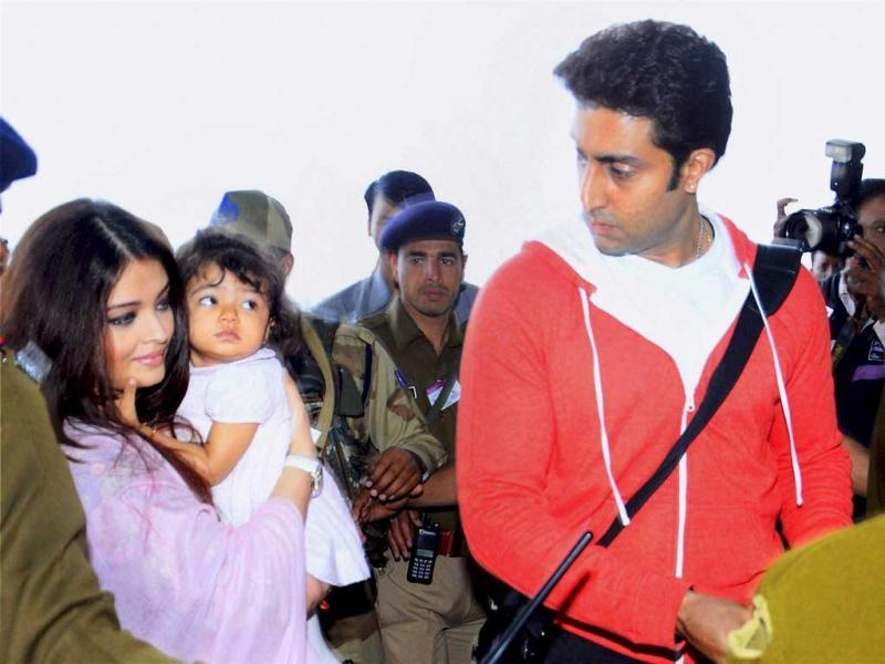 I only have eyes for daddy: Aaradhya watches as daddy Abhishek makes way for her and mommy.