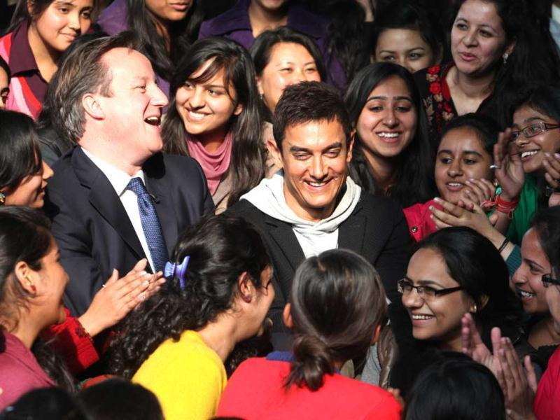 Bollywood actor Aamir Khan met British Prime Minister David Cameron on Tuesday in New Delhi. Take a look at the duo's hang out with girls in the national capital.(HT Photo)