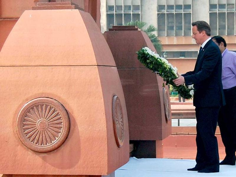 British Prime Minister David Cameron lays a wreath in tribute to the Jallianwala Bagh martyrs at the memorial in Amritsar. AFP photo