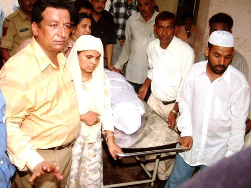Shamima Kausar along with other relatives collect the body of her daughter Ishrat Jahan from Civil Hospital in Ahmedabad. CBI arrested IPS officer GL Singhal in connection with the fake encounter case. AFP/Sam Panthaky/Files