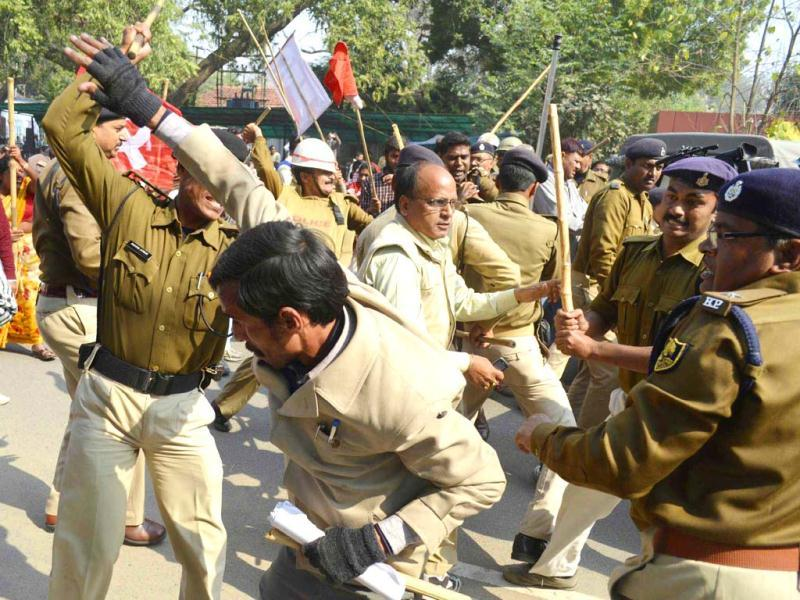 Police lathicharge CPI activists after they broke the security cordon near Bihar assembly on last day of nationwide trade union strike in Patna. UNI