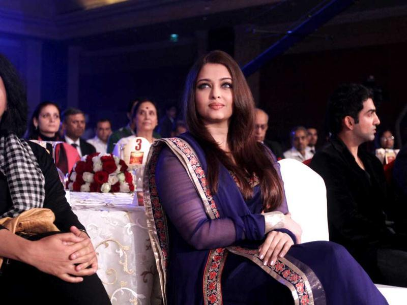 It's no surprise that the most beautiful woman in the world i.e Aishwarya Rai Bachchan stood out at a recent award function. The gorgeous actress was wearing a blue anarkali with gold border and turned heads! (Photo by Raajessh Kashyap)