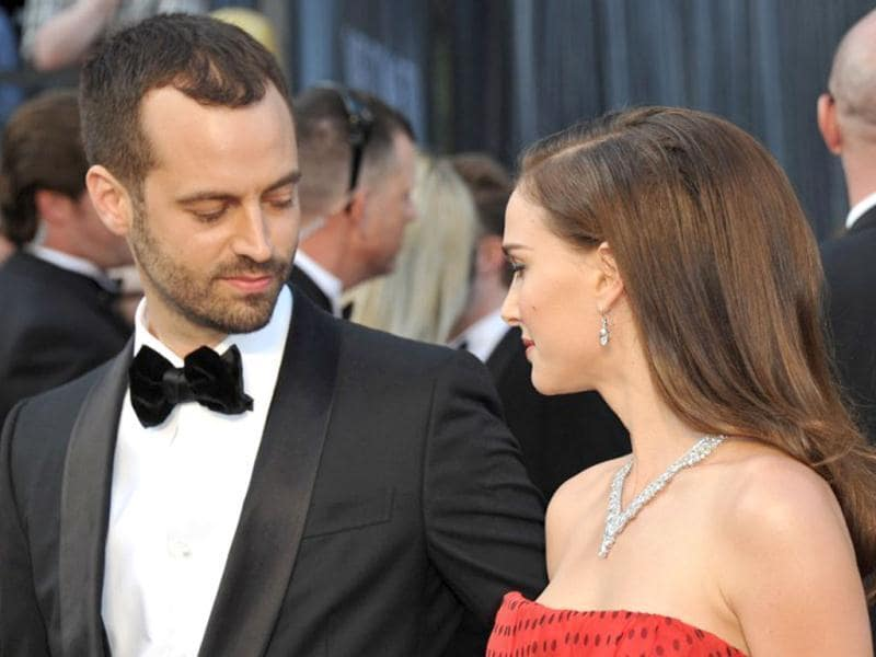 Natalie Portman poses with her then fiancee at the red carpet. AFP PHOTO