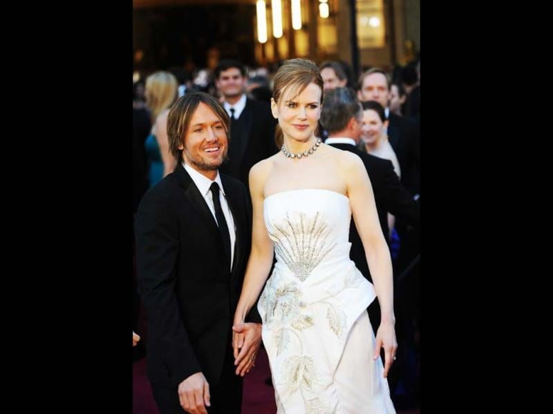 Actress Nicole Kidman (R) and musician Keith Urban (L) arrive on the red carpet for the 83rd Annual Academy Awards held at the Kodak Theatre on February 27, 2011 in Hollywood, California. AFP PHOTO
