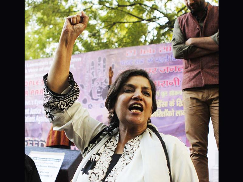 Shabana Azmi delivering a speech during a protest at Jantar Mantar. (HT Photo)