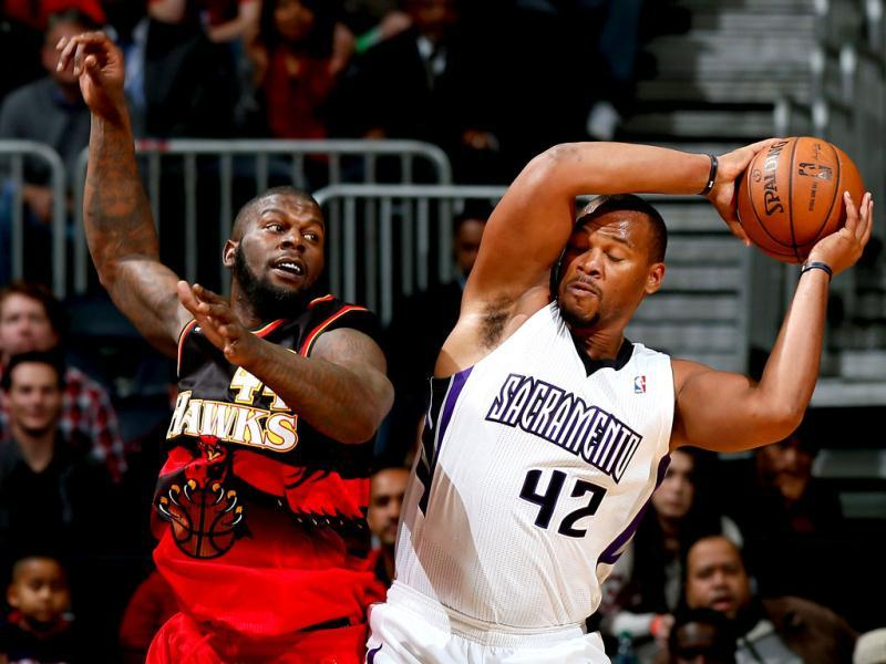 Chuck Hayes #42 of the Sacramento Kings grabs a rebound against Ivan Johnson #44 of the Atlanta Hawks at Philips Arena in Atlanta, Georgia. AFP