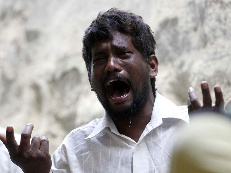 A relative of a victim of the bomb blasts, that occured on Thursday, cries in Hyderabad. HT/Anshuman Poyrekar