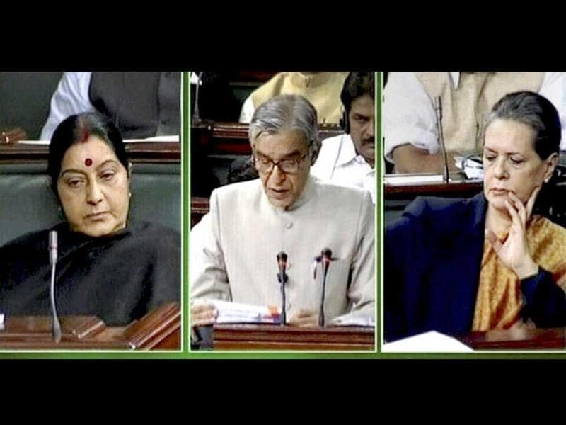 Union railways minister Pawan Kumar Bansal presenting the Rail Budget 2013-14 in the Lok Sabha in New Delhi. UPA chairperson Sonia Gandhi and leader of opposition Sushma Swaraj listen to him. PTI Photo