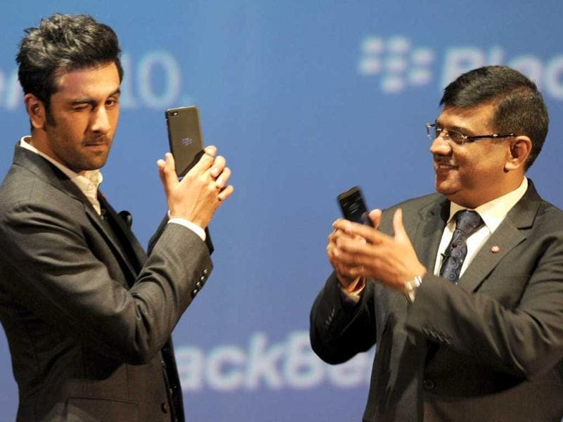 BlackBerry brand ambassador Ranbir Kapoor (L) poses with the BlackBerry Z10 and Managing Director for BlackBerry India, Sunil Dutt looks at the country launch on February 25, 2013. The Canada-based company is hoping its long-delayed BlackBerry 10 series, which is touted as the elegant, fastest and most advanced BlackBerry smartphone yet, will turn around flagging global fortunes. (AFP Photo)