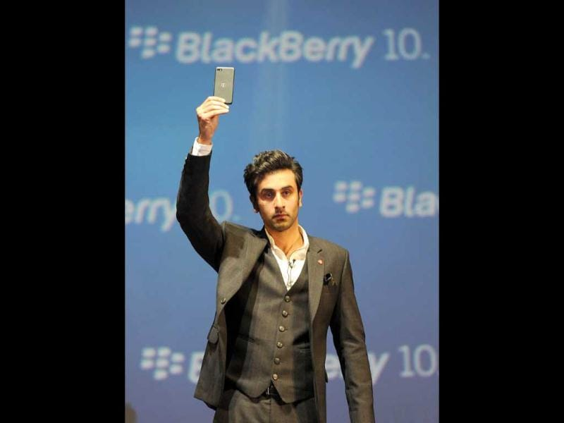 Bollywood film actor Ranbir Kapoor poses with the BlackBerry Z10 at the country launch of the BlackBerry Z10 in Mumbai on February 25, 2013. The Z10 is priced at Indian rupees 43,490 (US$ 804). (AFP Photo)