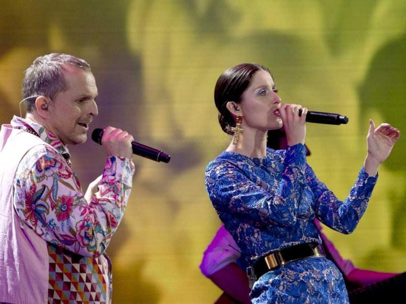 Spanish singer Miguel Bose (L) and Chilean singer Francisca Valenzuela perform during the 54th Vina del Mar International Song Festival in Vina del Mar, Chile. AFP photo