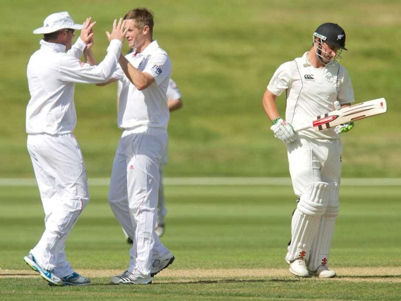 England's Chris Woakes (L) with Graeme Swann celebrate New Zealand's Hamish Rutherford (R) being bowled out during day two of the four-day warm up international cricket match between New Zealand and England in Queenstown. AFP photo