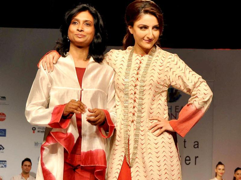 Soha Ali Khan poses with fashion designer Sunita Shanker in Guwahati on Friday during the North East Fest -2013. UNI Photo