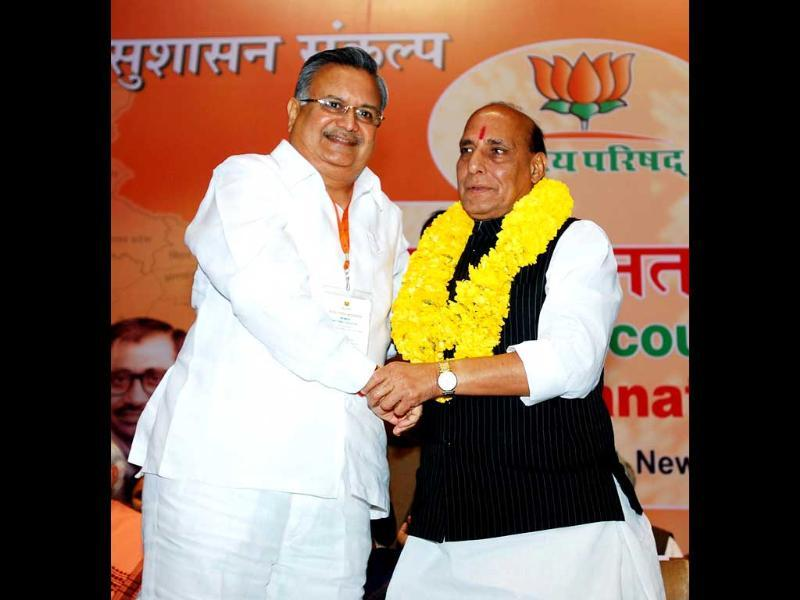BJP president Rajnath Singh being honoured by Chattisgarh chief minister Raman Singh with a garland at the BJP National Council meeting in New Delhi. UNI