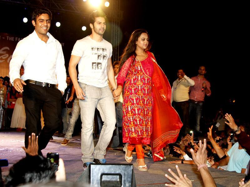 The crowd, with some students who appeared to be drunk, turned rowdy, making the fashion show in which Dhawan was to walk the ramp, stop midway.