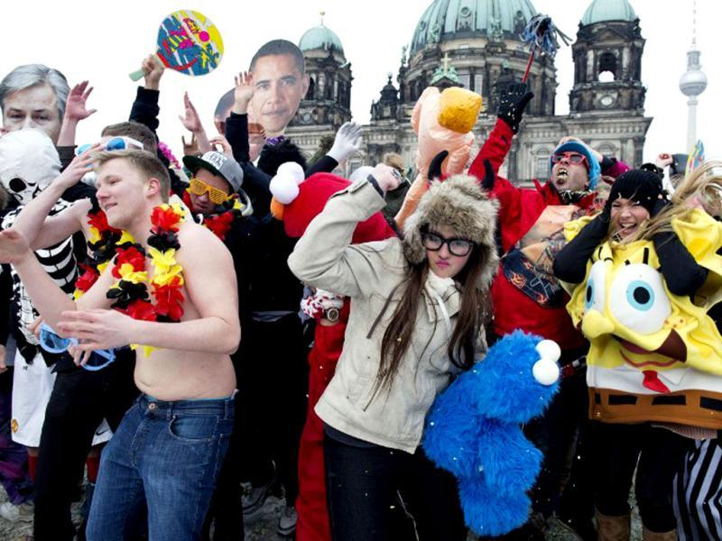 Participants in a flashmob dance an improvised version of the Harlem Shake in front of the Berlin cathedral. AFP photo