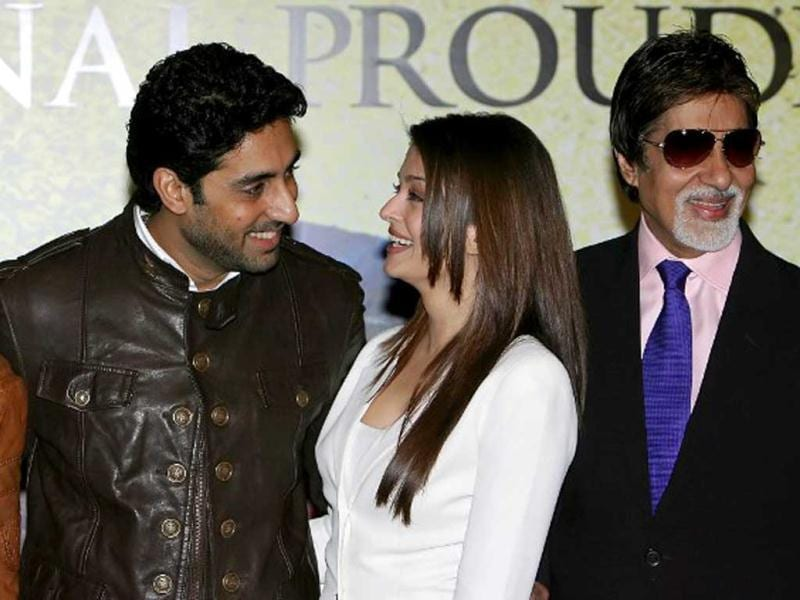 Bollywood actors Riteish Deshmukh (L), Abhishek Bachchan (2L), Aishwarya Rai Bachchan (2R) and Amitabh Bachchan (R) are pictured at the Crown Plaza hotel, in London, on August 21, 2008. AFP Photo