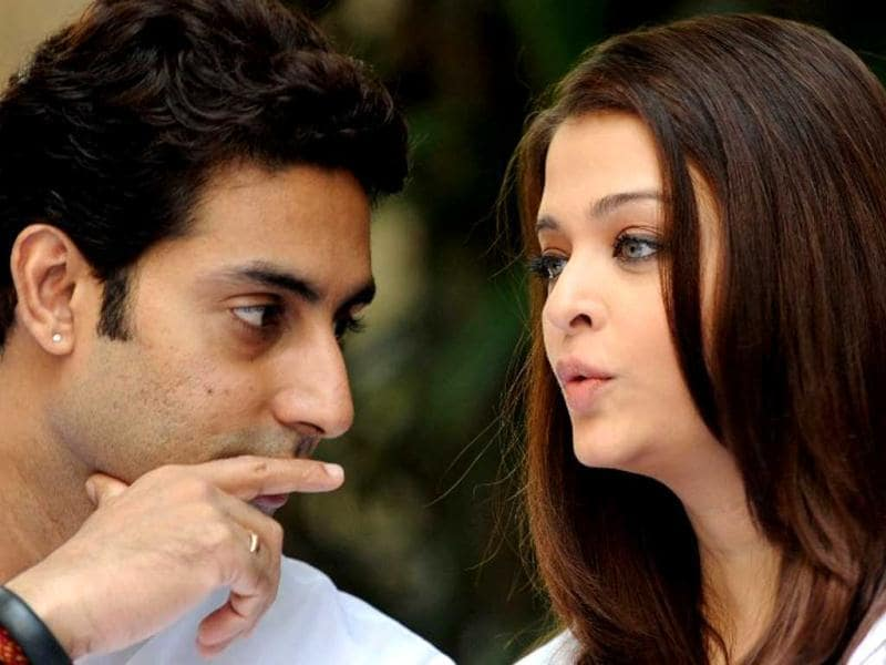 Abhishek Bachchan (L) speaks with his wife and former Miss World Aishwarya Rai Bachchan before a press conference in Mumbai on February 9, 2013. AFP Photo