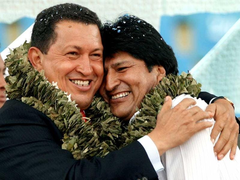 Venezuelan President Hugo Chavez (L) huging Bolivian President Evo Morales, during the closing ceremony of the Social Summit of the People, in the sidelines of the II South American Community Summit, in Cochabamba 09 December 2006. (AFP)