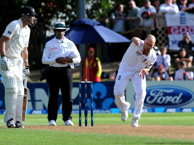 Jonathan Trott England's Jonathan Trott bowls past New Zealand batsman Peter Fulton on the second day of the 1st international cricket test at University Oval in Dunedin, New Zealand. (AP)