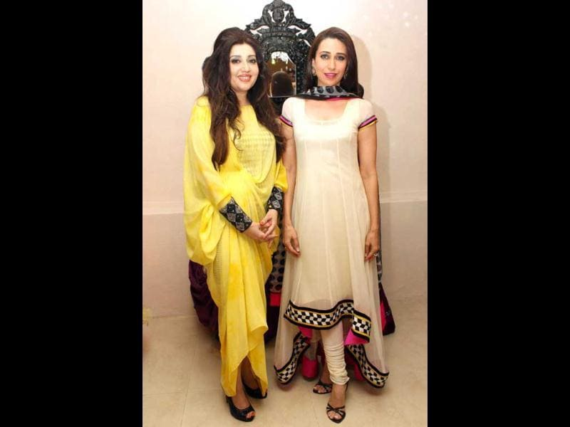 Karisma Kapoor poses at a an event conducted by Archana Kochhar, Project Crayons in associatian with Gitanjali Group. Project Crayons – an NGO working to empower marginalized communities through HER (Health, Education and Rights).