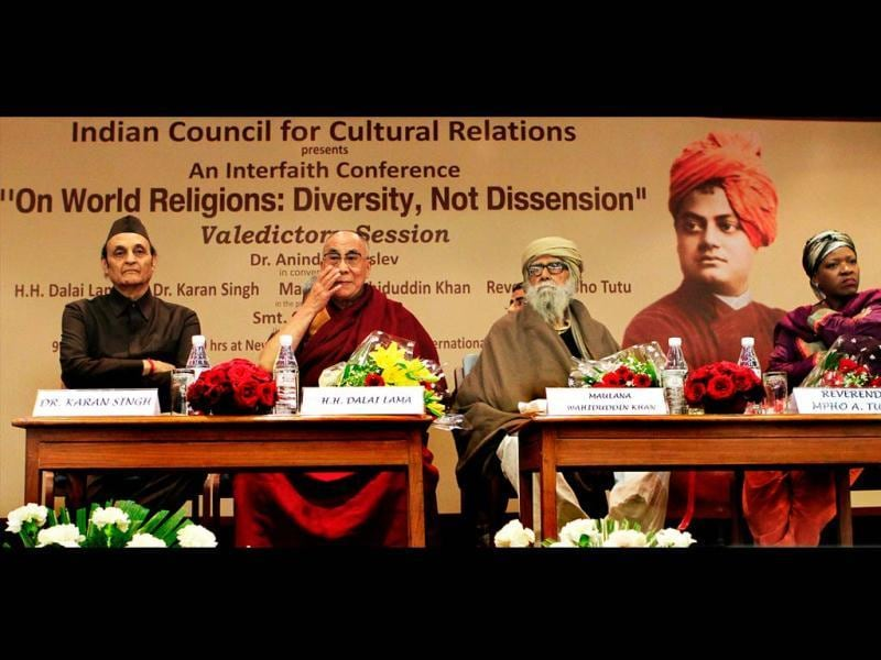 (From left) ICCR President Dr. Karan Singh, Dalai Lama, Maulana Wahiduddin Khan and Reverend Mpho Tutu during the Valedictory Session of Interfaith Conference 'On World Religions: Diversity, Not Dissention' in New Delhi. Mohd Zakir/HT