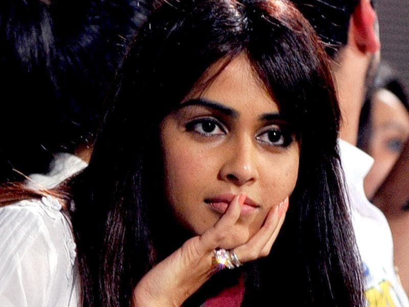 Genelia D'souza watches the Celebrity Cricket League 2013 (CCL) finals between Karnataka Bulldozers and Telugu Warriors at the Chinnaswamy Stadium in Bangalore on March 10, 2013. (AFP PHOTO)