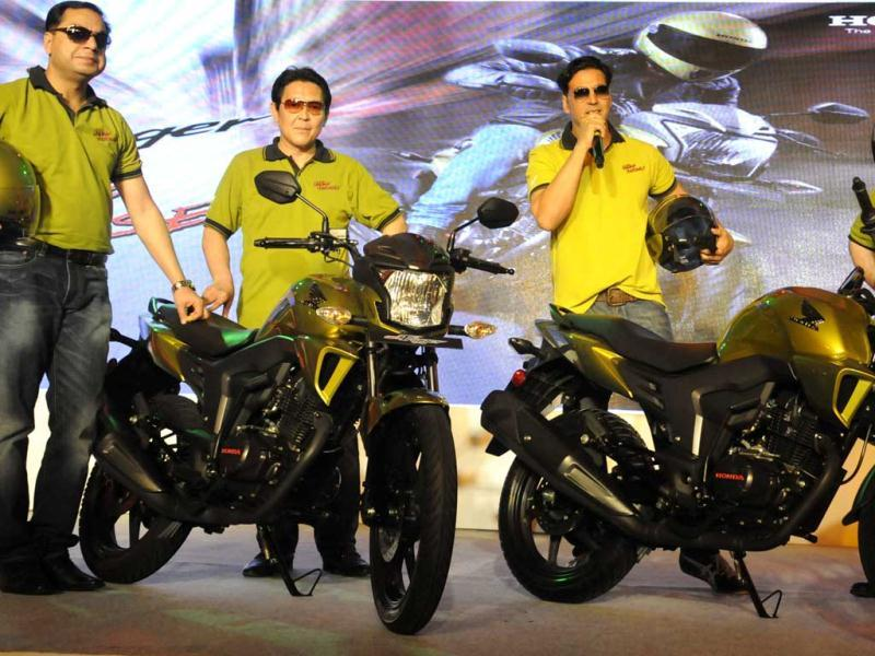 Honda Motorcycles and Scooters India Pvt. Ltd. President and CEO, K Muramastu, Bollywood actor and Honda brand ambassador Akshay Kumar,Honda Motorcycles and Scooters India Pvt. Ltd. President Shinji Aoyama and Vice President sales ' + char(38) +' Marketing Y S Guleria during the Honda new bike