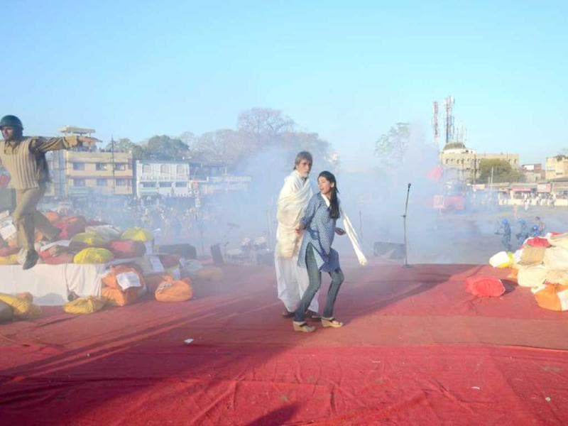 Prakash Jha has created huge sets in Bhopal to shoot for Satyagraha – Democracy Under Fire. Amrita Rao and Amitabh Bachchan in a still from Satyagraha. (Photo Courtesy: Facebook)