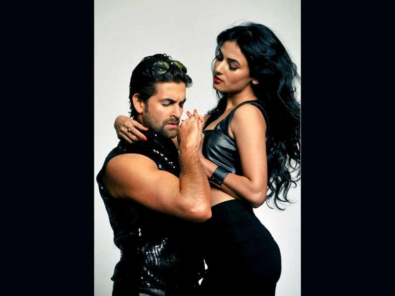Neil Nitin Mukesh and Sonal Chauhan ooze oomph in a sexy pose for their film 3G. (AFP Photo)