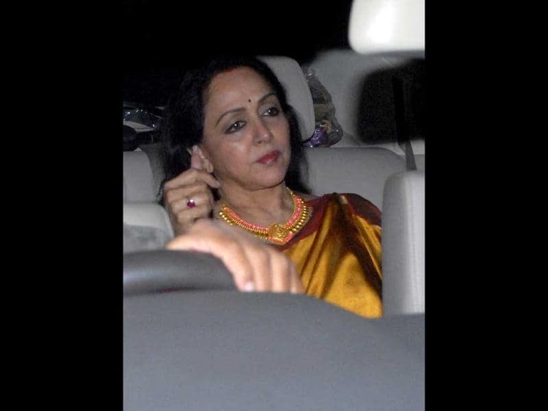Forever young Hema Malini arrives for the Spielberg party. (HT Photo by Prodip Guha)