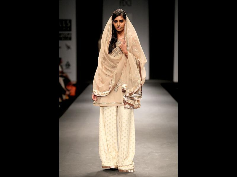 The profundity of 'Chikan' is highlighted by the use of 'sheesha' adorning the dupattas ofthe opening outfits.