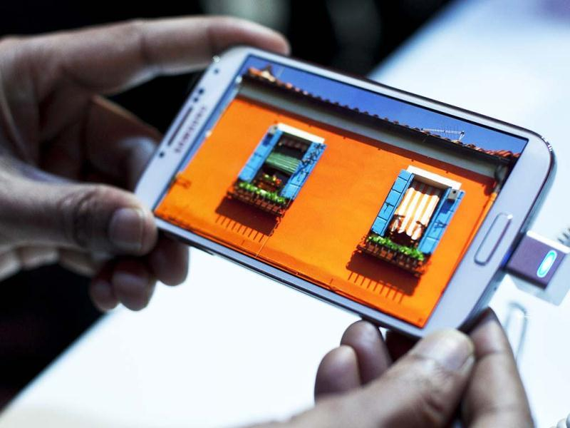 Samsung, the world's largest handset maker, revealed their successor to the Galaxy S III, the Galaxy S IV. (AFP Photo)