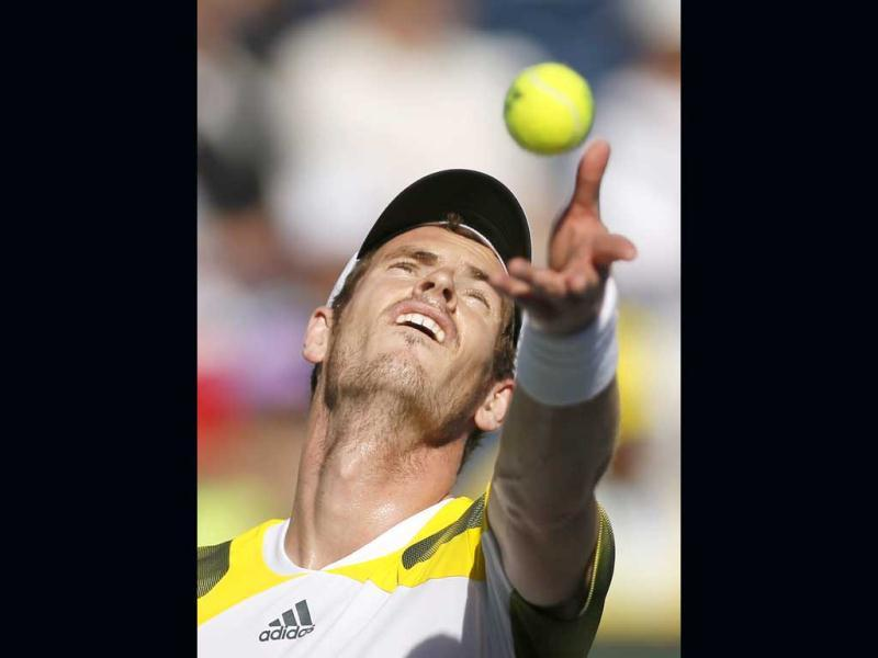 Murray of Britain tosses the ball to serve against Potro of Argentina during their men's singles quarterfinal match at the BNP Paribas Open ATP tennis tournament in Indian Wells. (Reuters)